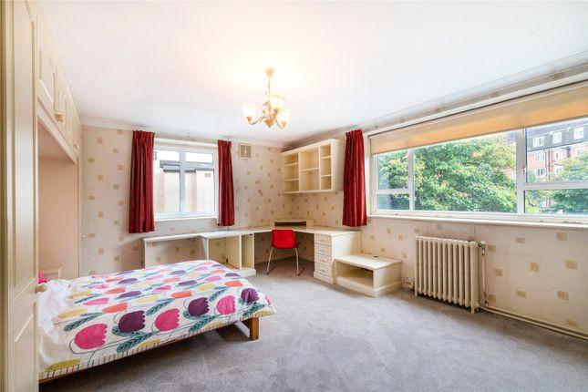 Bedroom of Goodwood House, Heathfield Terrace, Chiswick W4