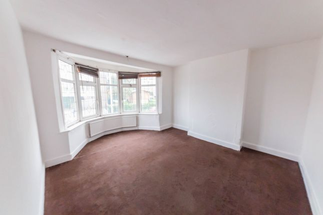 Thumbnail Terraced house to rent in Beehive Lane, Gants Hill