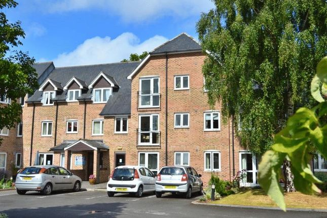 Thumbnail Flat for sale in The Avenue, Taunton