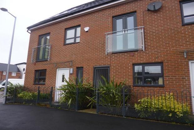 Thumbnail Town house to rent in Kempster Gardens, Salford