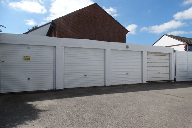 Parking/garage to let in Sea Road, East Preston