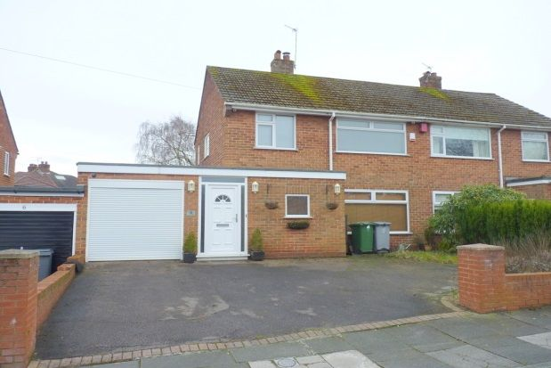 3 bed semi-detached house to rent in Mount Drive, Bebington, Wirral