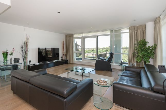 Thumbnail Flat to rent in Longfield Avenue, Ealing W5, London,