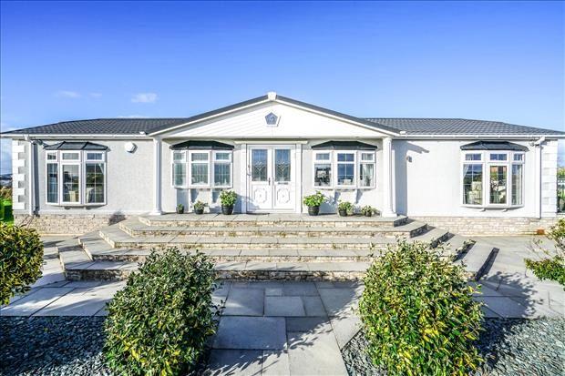 3 bed property for sale in Wardleys Lane, Poulton Le Fylde FY6