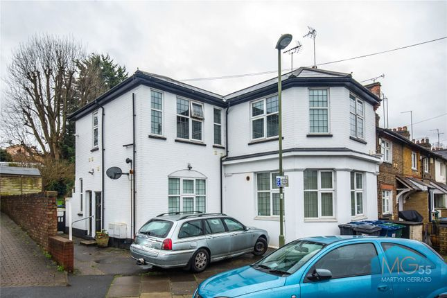 Picture No. 07 of Manor Cottages Approach, East Finchley, London N2