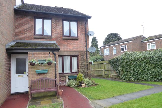 Thumbnail Flat for sale in Oak Close, Dunstable