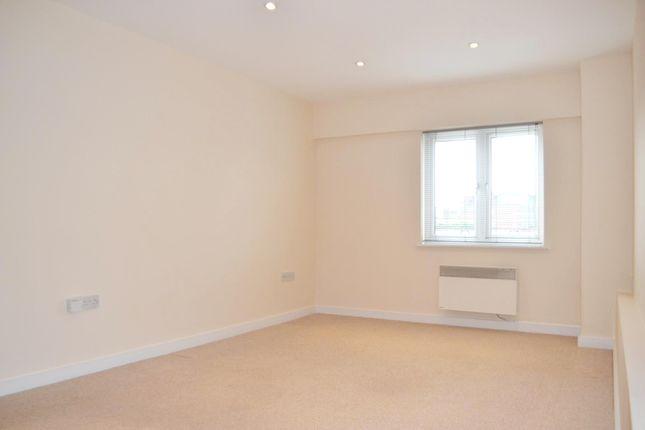 Thumbnail Flat to rent in Victoria Road, Gidea Park, Romford