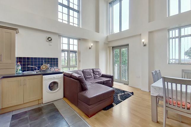 3 bed flat to rent in Caxton Court, Burton-On-Trent, Staffordshire DE14