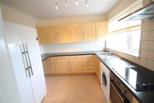 Thumbnail Flat to rent in White Lion Place, Borth