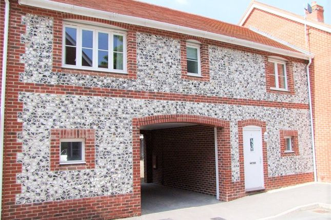 2 bed maisonette to rent in Winton Close, Winchester, Hampshire SO22