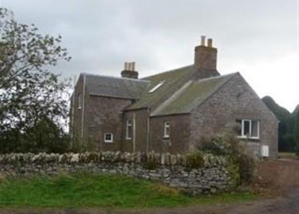 4 bed farmhouse to rent in Rhynd, Perth