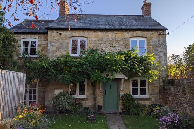 Thumbnail Cottage for sale in High Street, Moreton-In-Marsh, Gloucestershire