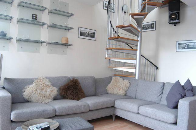 Thumbnail Maisonette for sale in Wellington House, Docklands