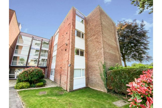 Thumbnail Flat for sale in Foxwood Close, Newport