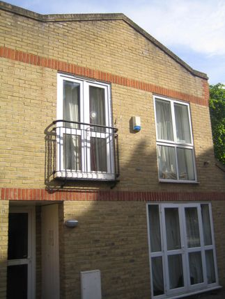 Thumbnail Mews house to rent in Tabley Road, Islington, Holloway, North London