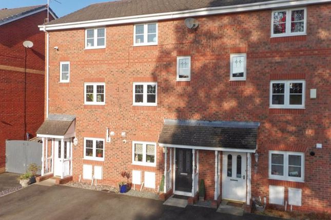 4 bed town house for sale in Mottram Drive, Nantwich, Cheshire CW5