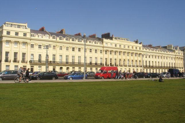 2 bed flat to rent in Brunswick Terrace, Hove BN3