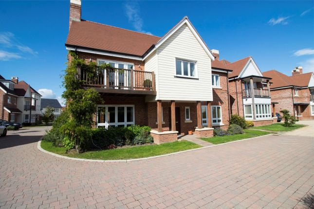 Thumbnail Detached house for sale in Kingfishers, Fleet