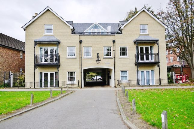 Thumbnail Flat to rent in Seven Arches Road, Brentwood