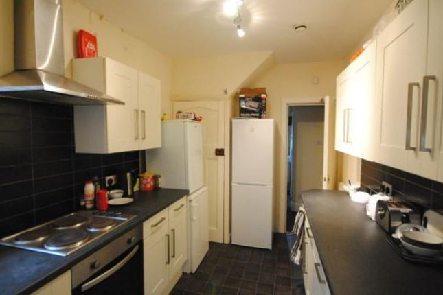Thumbnail Terraced house to rent in Regent Park Terrace, Leeds