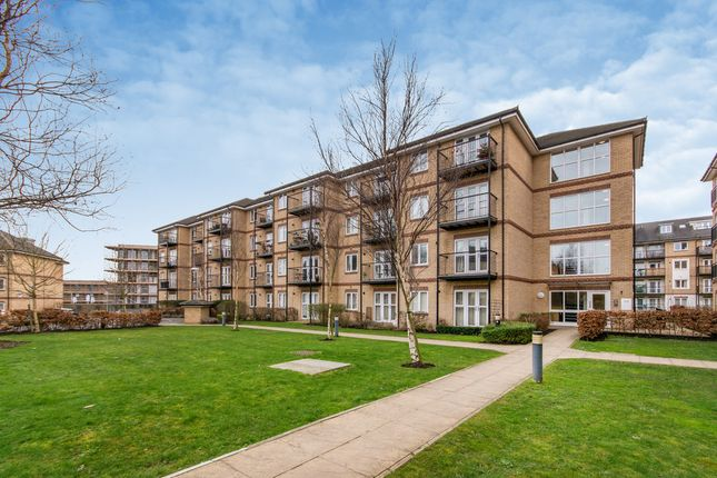 Thumbnail Flat for sale in Worcester Close, London