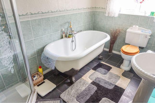 Family Bathroom of Cutshill Close, Birmingham B36