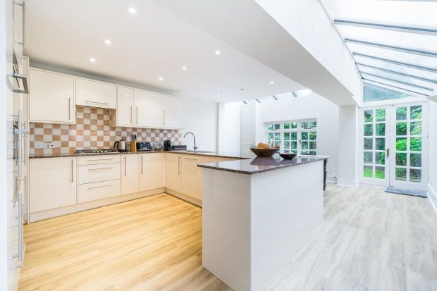 Thumbnail Property to rent in Bettridge Road, Fulham