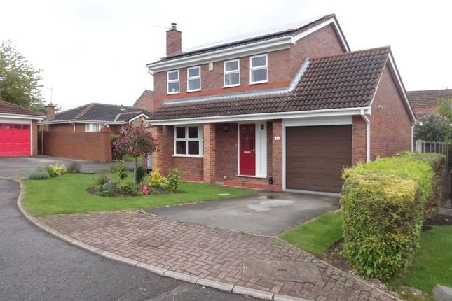 Thumbnail Detached house to rent in Queensbury Avenue, Outwood, Wakefield