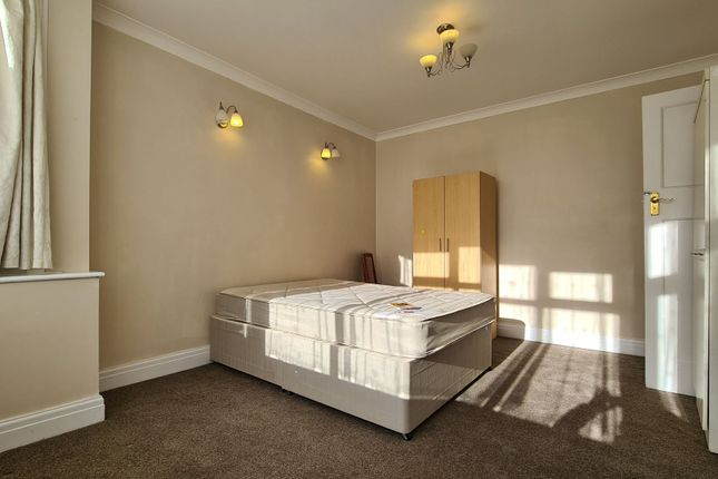 Thumbnail Terraced house to rent in Evelyn Avenue, London