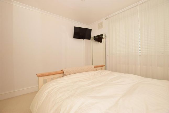 Thumbnail Flat for sale in Hurst Lane, London