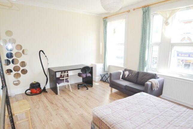 Bedroom 1 of N8, Turnpike Lane, - 3 Bedroom Flat
