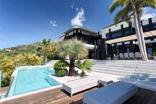Thumbnail Villa for sale in Cascada De Camojan, Marbella Golden Mile, Malaga, Spain