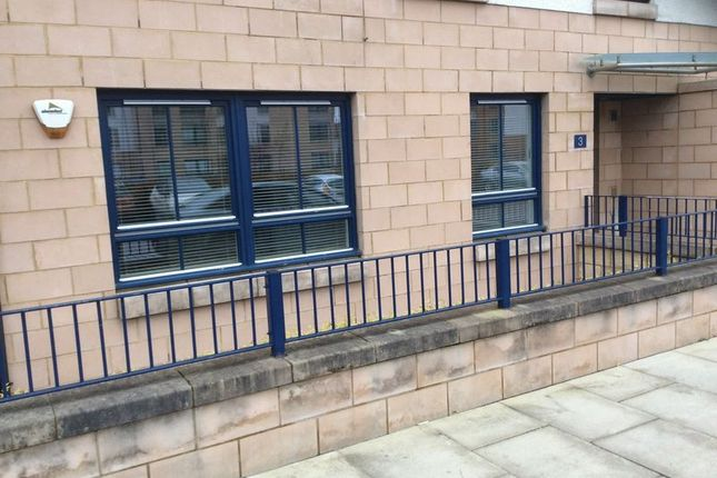 Thumbnail Flat to rent in Oatlands Square, Glasgow