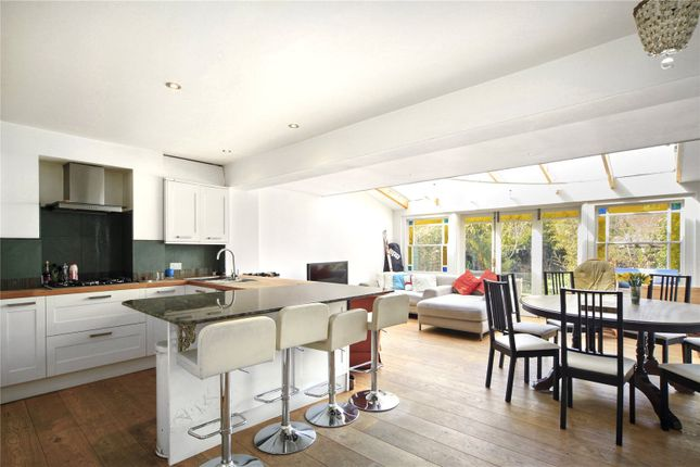 Thumbnail Property to rent in Lavender Sweep, London