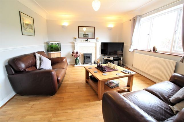 Lounge of County Road, Leeswood CH7