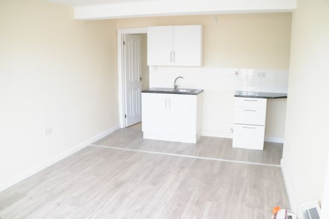 Thumbnail Flat to rent in Club Parade, Clacton-On-Sea