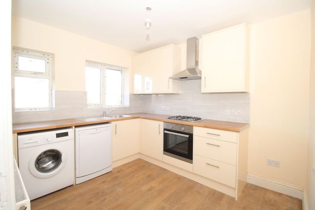 Thumbnail Flat to rent in Hever Croft, London