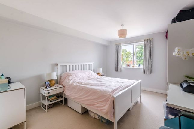 Flat for sale in Limerick Close, Balham, London