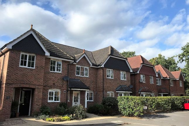 Thumbnail Semi-detached house to rent in Kings Glade, Yateley