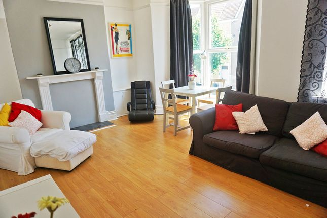 Loungediner_2 of Gwydr Crescent, Uplands, Swansea SA2