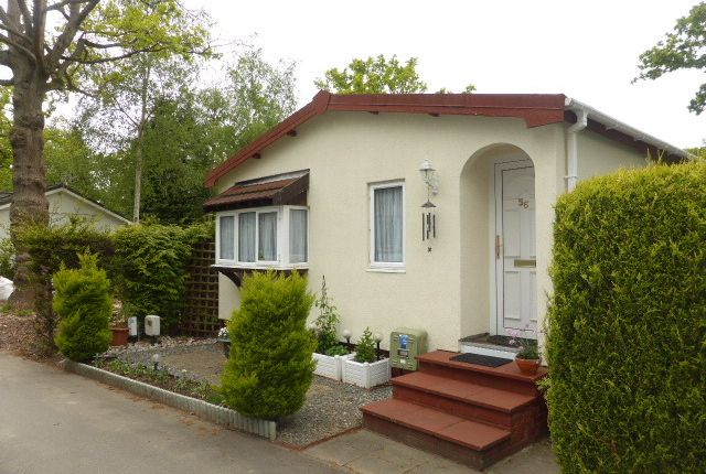 2 bed mobile/park home for sale in Fangrove Park, Lyne, Chertsey