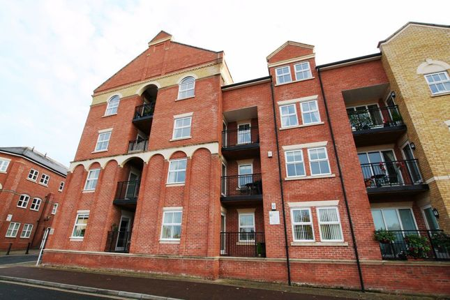 2 bed flat to rent in Armstrong Drive, Worcester WR1