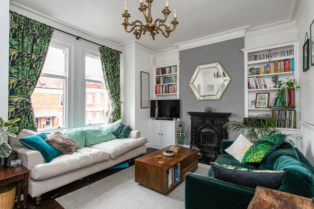 Flat for sale in Barcombe Avenue, London