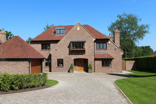 Thumbnail Detached house to rent in Woodland Way, Kingswood, Tadworth