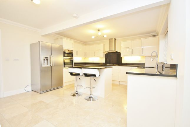Thumbnail Property to rent in Cottons Approach, Romford