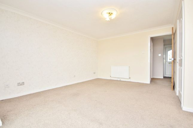 Thumbnail Property to rent in Straight Road, Romford