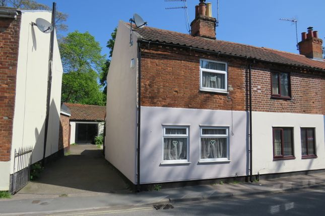 2 bed end terrace house for sale in Ingate, Beccles