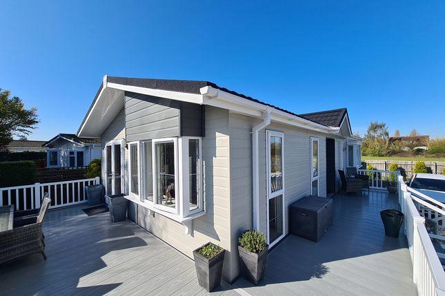 Thumbnail Mobile/park home for sale in Avonside Park, Welford On Avon