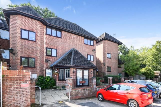 2 bed flat for sale in Lorne Road, Brentwood, Essex CM14