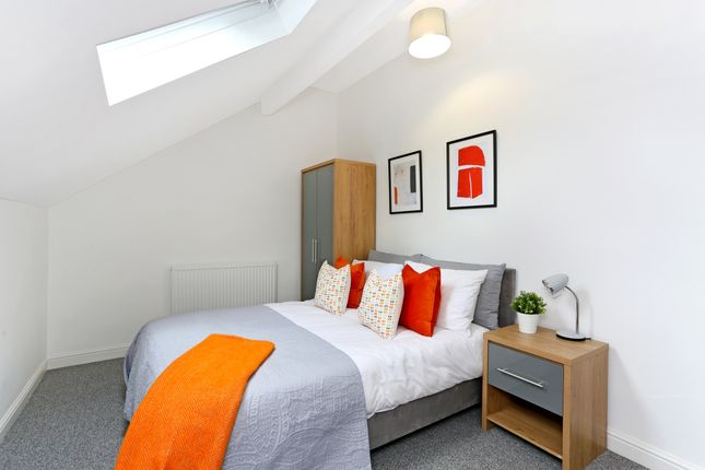 Thumbnail Room to rent in Silver Royd Hill, Leeds